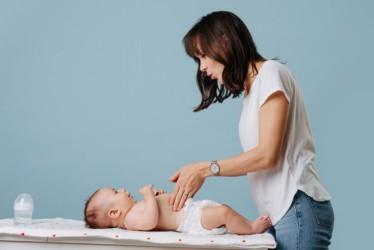 Manfaat Memijat Si Kecil dengan Minyak Telon